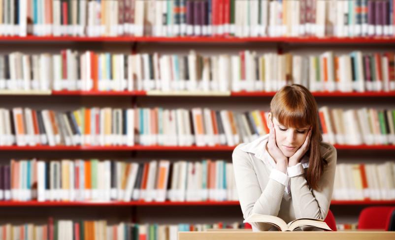 Bibliothek-lernen-Studium-Abschluss